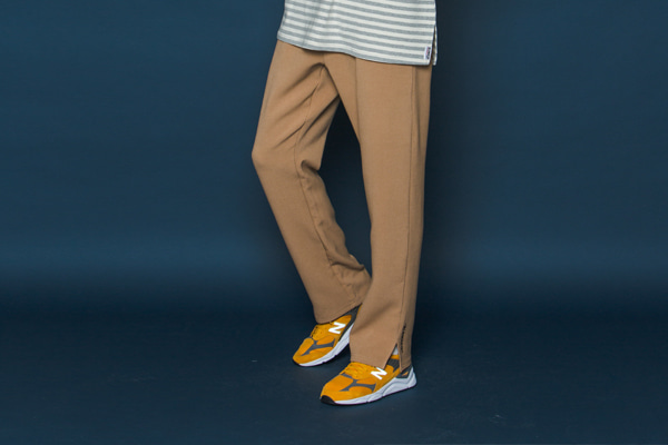 WINTER Logo Slit Slacks (BEIGE)
